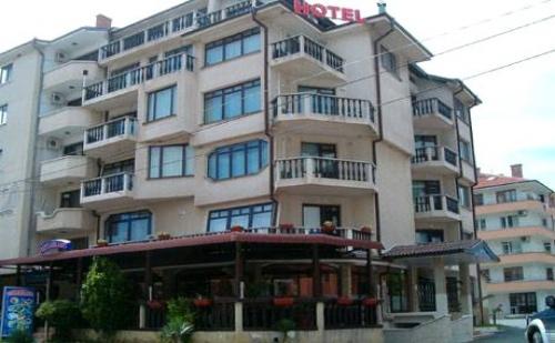 Цяло Лято в Равда само на 50 М. от Плажа. Нощувка или Нощувка със Закуска  в Хотел Мари