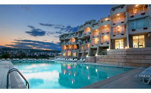 Лято в <em>Сандански</em>. Нощувка със Закуска + Басейн в Хотел Панорама!