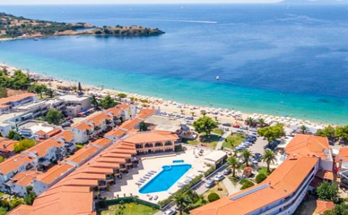Цяло Лято на Първа Линия в Торони! Нощувка, Закуска, Обяд и Вечеря + Басейн в Toroni Blue Sea Hotel & Spa