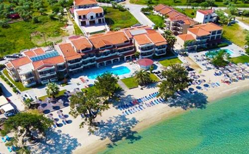 Края на Лятото на Семейна Почивка на 1-Ва Линия в Хотел Rachoni Bay Resort*** - Нощувка със Закуска и Вечеря за Четирима  + Частен Плаж и Басейн на Скала-Рахониу, о.<em>Тасос</em>!