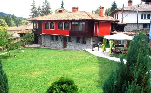 Нощувка за 11 Човека в <em>Копривщица</em> - Къща за Гости Традиция с Лятно Барбекю, Собствена Механа, Обширен Двор и Още!
