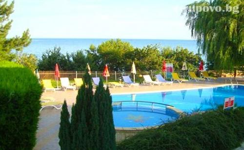 Лято на 50М. от Плажа. Нощувка със Закуска + Басейн в Хотел Рай, Между Балчик и Каварна