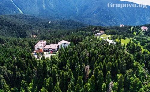 Релакс в <em>Паничище</em>! Нощувка със Закуска и Вечеря + Джакузи само за 36 лв. в Хотел Планински Езера