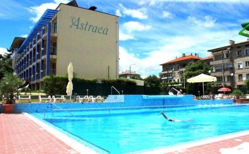 Лято в <em>Хисаря</em>. All Inclusive light + външен, вътрешен басейн и СПА в Хотел Астрея***