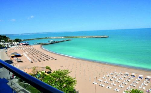 Хотел Grifid Encanto Beach 4*- на Първа Линия на Златни Пясъци с Безплатен Чадър и Шезлонг на Плажа, Ултра Ол Инклузив, Открит Басейн и Детска Анимация  / 14 Юни до 24 Юни 2018 Год.