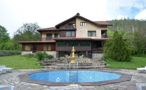 Самостоятелна Къща за 22 Човека в <em>Троян</em> с Басейн, Механа и Всички Необходими Удобства - Вила Лейн Котидж