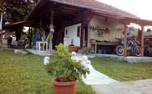 Къща за 18 Човека с Барбекю, Механа, Лятна Кухня и Градина Край <em>Елена</em>- Вила Виолета, с. Руховци