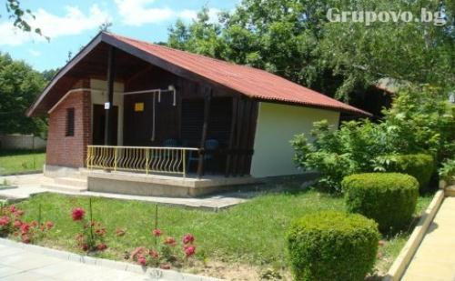 Къщички за Четирима в Комплекс Асеневци Край <em>Дряново</em> с Барбекю, Сауна и Обширен Двор.