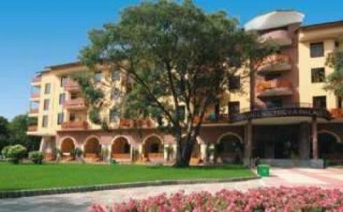 Слънчево лято 2018 в топ курорт, 5 дни all inclusive след 10.08 в Естрея Палас, Св. Константин