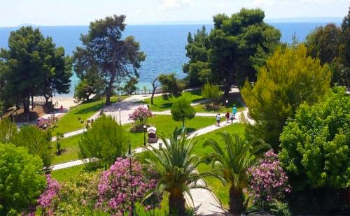 В Гърция през Септември на 30М. от Плажа. Три All Inclusive Нощувки + Басейн, Шезлонг и Чадър в Golden Beach Metamorfosi 3*, <em>Халкидики</em>