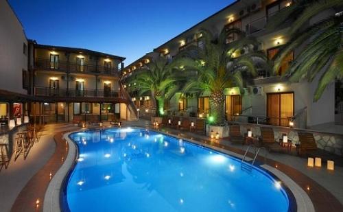 През Септември и Октомври: 3 Нощувки със Закуски и Вечери в Хотел Simeon 3*, <em>Халкидики</em>, Гърция!