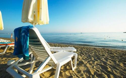 През Септември: 7 Нощувки със Закуски и Вечери в Hanioti Grandotel 4*, <em>Халкидики</em>, Гърция!