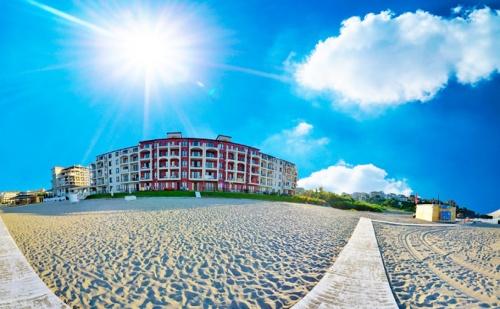 На Море в <em>Царево</em> от 21 Август до 10 Септември. Нощувка за Двама с до Две Деца в Помещение по Избор + Басейн в Primea Beach Residence, Къмпинг Нестинарка