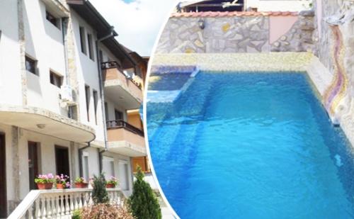 Нощувка със Закуска + Външен Басейн и Джакузи с Минерална Вода в Хотел Медея, <em>Велинград</em>