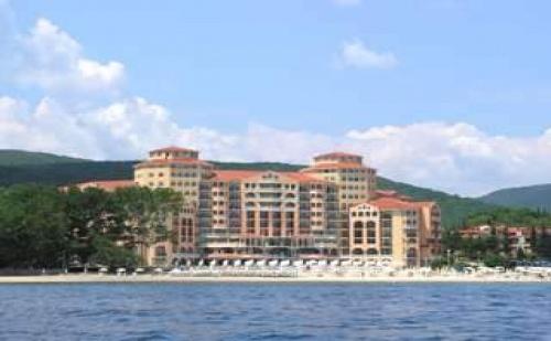 Първа Линия Елените с Аква Парк, All Inclusive След 31.08 с Безплатен Плаж в Хотел Роял Парк