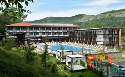 Септемврийски Празници в Парк Хотел Асеневци, 2 Дни с Две Вечери   Релакс Център във Велико Търново