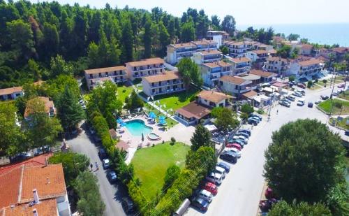 През Септември в Гърция на 100М. от Плажа. 3 Нощувки, 3 Закуски, 3 Вечери + Басейн в Hotel Jenny***, Сивири, <em>Халкидики</em>. Две Деца до 16Год - Безплатно