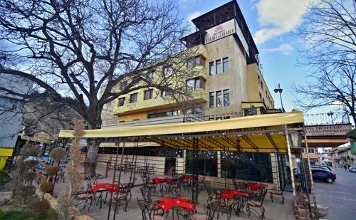 Спа Почивка с Минерална Вода във Велинград. Нощувка, Закуска и Вечеря + Басейн и Spa Зона в Хотел България