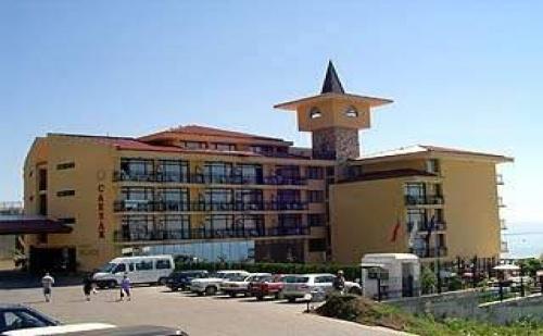 На Първа Линия в Топ Хотел през Септември, 7 Дни All Inclusive с 2 Безплатни Нощувки в Цезар Палас, <em>Свети Влас</em>