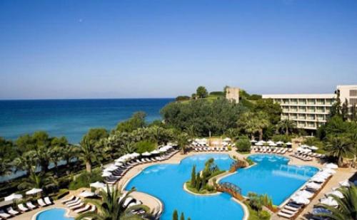 Ранни Резервации: 5 Нощувки със Закуски и Вечери в Sani Beach Hotel & Spa 5*, Халкидики, Гърция през Май!