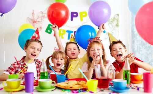 Детски Рожден Ден с Два Часа Парти за 8,10,12 или 15 Деца с Включени Меню, Аниматор, Торта и Подарък за Рожденика от Парти-Клуб Слънчо.