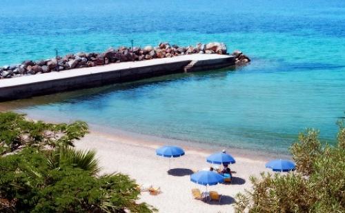 Ранни Резервации: 5 Нощувки със Закуски и Вечери в Хотел Loutra Beach 3*, Халкидики, Гърция през Май!