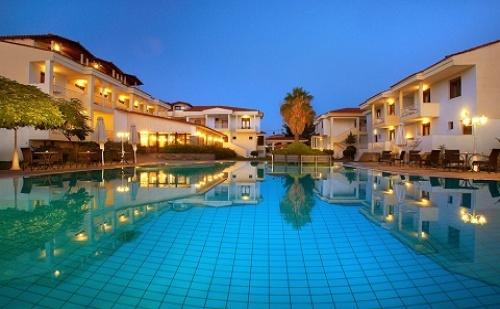 През Май и Юни: 3 Нощувки със Закуски и Вечери в Хотел Lily Ann Village 3*, <em>Халкидики</em>, Гърция!