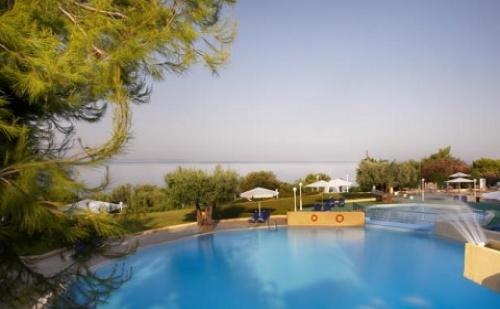 През Май и Юни: 3 Нощувки със Закуски и Вечери в Хотел Elea Village 3*, Халкидики, Гърция!