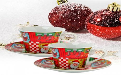 Комплект 2 Броя Коледни Чашки с Чинийки за Кафе