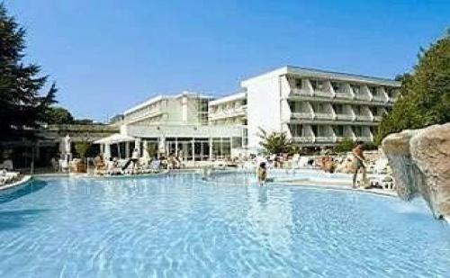 Най-Ниските Цени за All Inclusive в <em>Албена</em>, до  08.07 с Шезлонг и Чадър на Плажа от Хотел Алтея