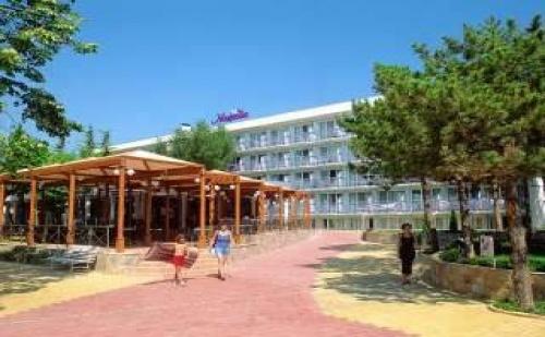 Ниски Цени All Inclusive Лято 2019 в <em>Албена</em>, до 08.07 с Чадър и Шезлонг на Плажа от Хотел Магнолия Стандарт