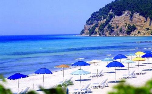 Ранни Резервации: 3 Нощувки със Закуски и Вечери в Хотел Simantro Beach 5*, <em>Халкидики</em>, Гърция през Май!