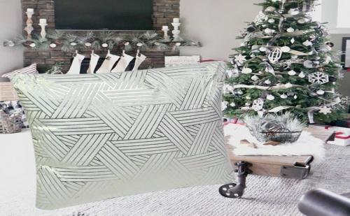 Декоративна Възглавница на Геометрични Фигури в Бяло и Сребристо