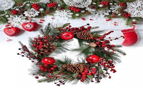 Коледен Венец с Ябълки и Шишарки