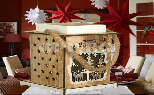 Красив Дървен Коледен Свещник във Формата на Фенер