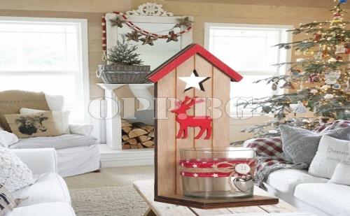 Красив Дървен Коледен Свещник Къщичка