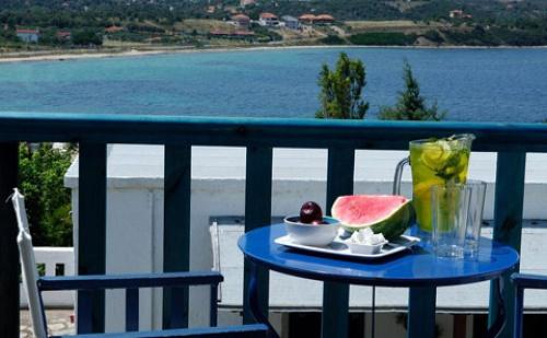 Ранни Резервации: 5 Нощувки със Закуски и Вечери в Хотел Agionissi Resort 4*, о.амуляни, Гърция през Юли и Август!