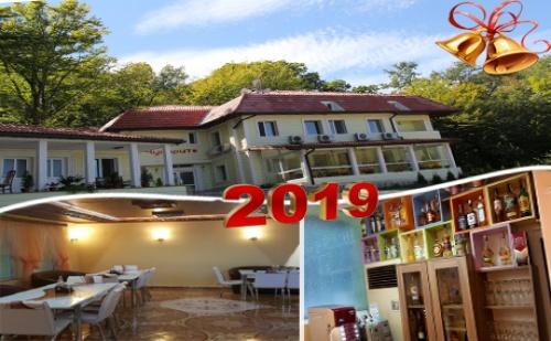 Нова Година в Хотел-Ресторант Чукарите, <em>Котел</em>! 3 Нощувки на човек със Закуски и Вечери, Едната Празнична