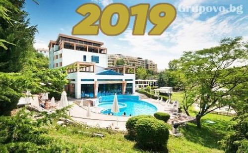 Нова година в Хотел Медите СПА Резорт 5*, Сандански! 3 или 4 нощувки на човек + закуски, Новогодишна вечеря, МИНЕРАЛЕН басейн и СПА пакет