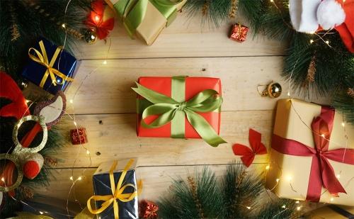 Коледа Край Морето на Топ Цена! 2 Нощувки за Двама със Закуски и Празнични Вечери в Хотел Плаза, <em>Бургас</em>!