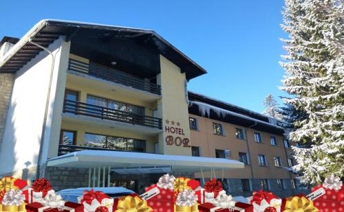 Коледна Почивка в Хотел Бор, <em>Боровец</em>. Тридневен Празничен Пакет със Закуски и Вечери + Трансфер до Ски Лифта!