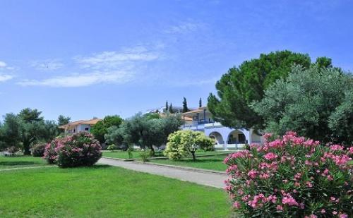 Ранни Записвания: 7 Нощувки със Закуски и Вечери в Хотел Sithonia Village 3*, <em>Халкидики</em>, Гърция през Юни и Юли!