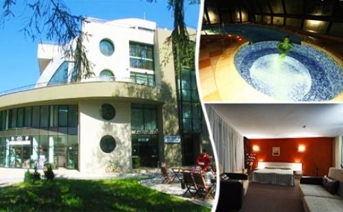 Нощувка на човек със Закуска и Вечеря + Минерален Басейн само за 33 лв. в Хотел Евридика, <em>Девин</em>.