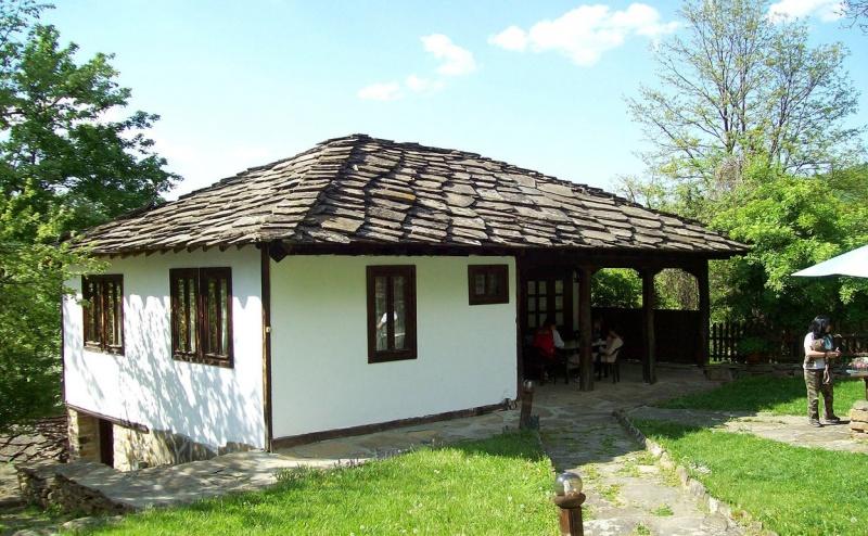 Нощувка за 4+1 Човека в Боженци - Тачева Къща с Трапезария и Камина
