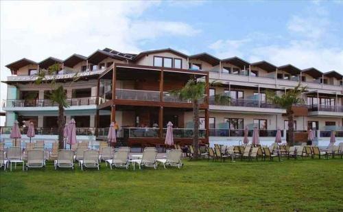 Ранни Записвания Гърция, 5 Дни за Двама Полупансион в Cosmopolitan Hotel & Spa