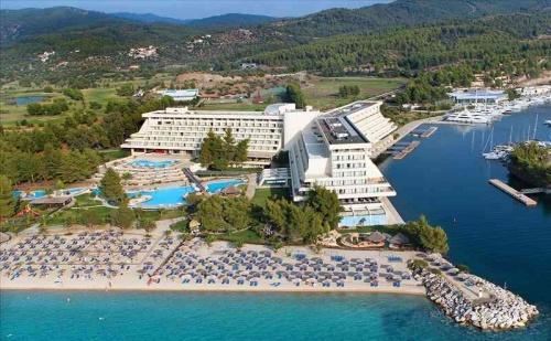 Ранни Записвания Гърция, 3 Дни за Двама със Закуска в Porto Carras Meliton Hotel