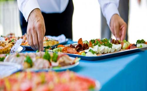 Неустоимо Вкусно! 85, 100, 120, 150 или 170 Броя Парти Хапки (Сладки и Солени) за Всеки Повод с Безплатна Доставка от Кулинарна Работилница Деличи.