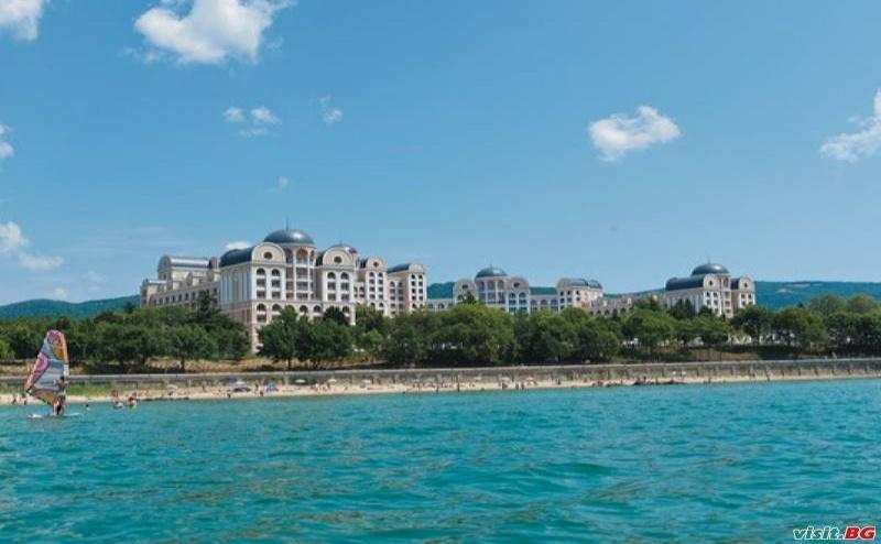 Първа Линия Топ Хотел с Чадър и Шезлонг на Плажа, All Inclusive до 30.06 от Риу Хелиос Парадайз, Свети Влас