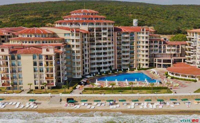 На Първа Линия в <em>Елените</em> Лято 2019, All Inclusive и Аква Парк до 11.07 от Хотел Андалусия