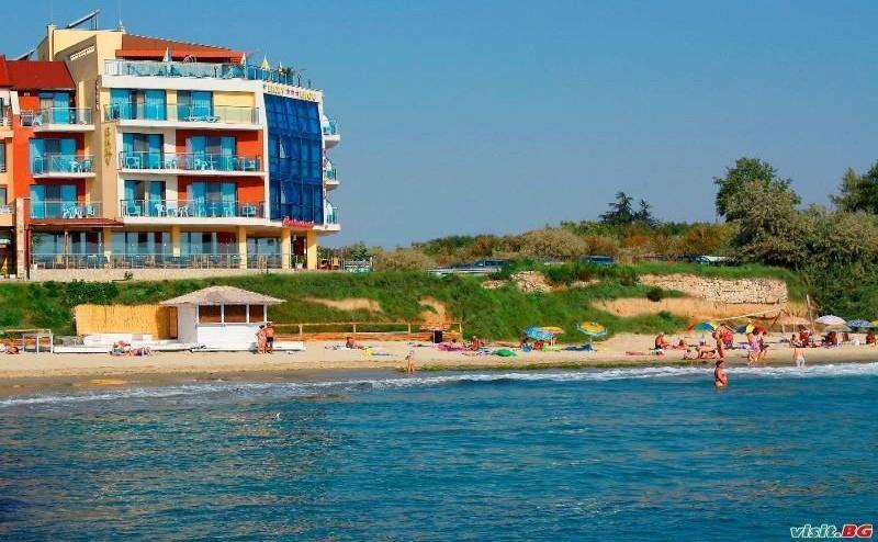През Юни и Септември на Море, 7 Нощувки Полупансион от Хотел Бижу, Равда